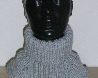 Men's rolling collar hand knitted
