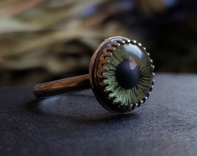 Green Glass Eye Ring Size 7 | Sterling Silver