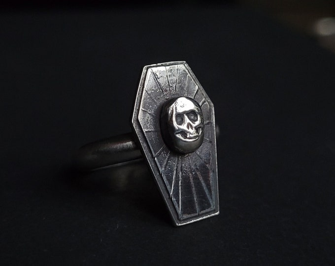 Coffin & Skull Sterling Silver Ring   Size 6.75