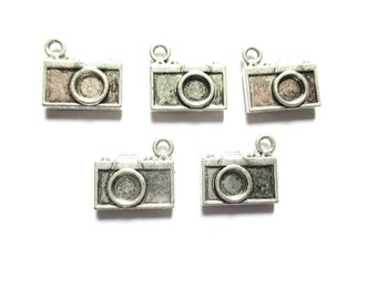 lot 5 camera pendant silver plated charms, 20mm