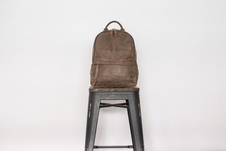 b35414301d36 Leather laptop backpack Leather backpack man Vintage brown
