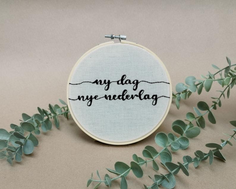 Ny dag nye nederlag // modern embroidery font // hand image 0