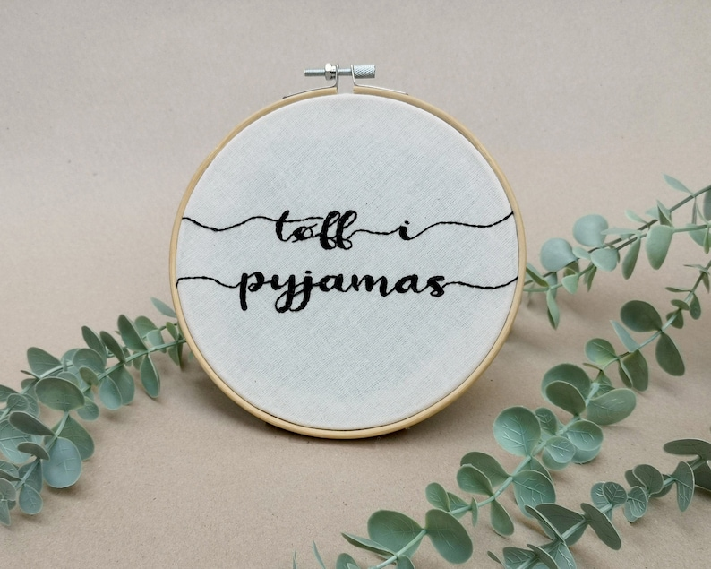 Tøff i pyjamas // modern embroidery font // hand embroidery image 0