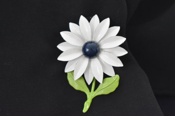 Brooch White Enamel Daisy With Blue Center And Green Leaves Etsy