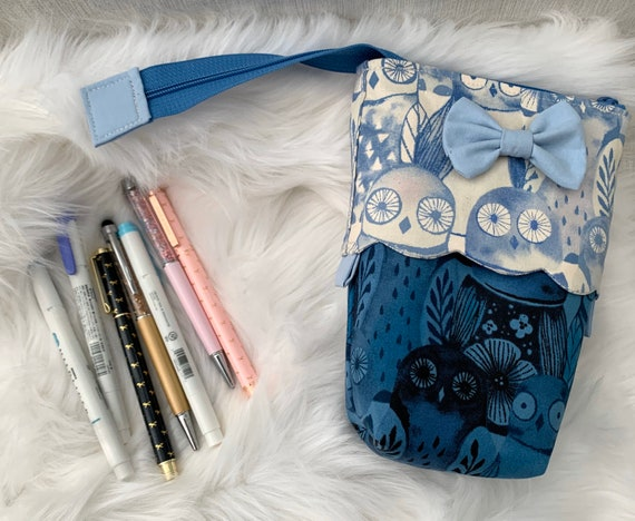 So clever! Sliding stand up pen pouch in a sweet indigo Owl print print accented with scalloped edge detail and darling bow.