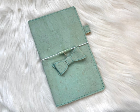 Handmade natural cork cover in mint green for your favorite weekly planner :-). Bonus charm included!!!