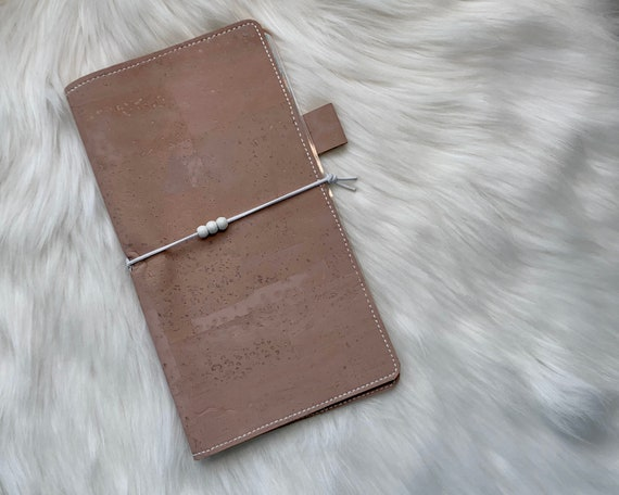 Handmade natural cork cover in dusty pink for your favorite weekly planner :-)