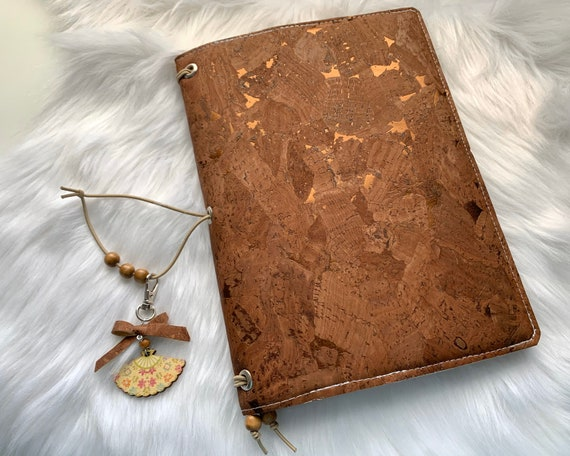 Charming A5 cork notebook, warm brown with metallic flecks, coordinating fabric, slip pockets, zipper pocket. Inserts included!