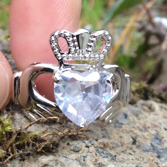 Ireland Claddagh Love /& Friendship Ring Small Pin Badge