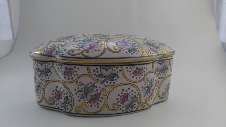 DOOR BUSTER CLEARANCE Dresser Box Sale Covered Porcelain Classic Traditions Vintage #182