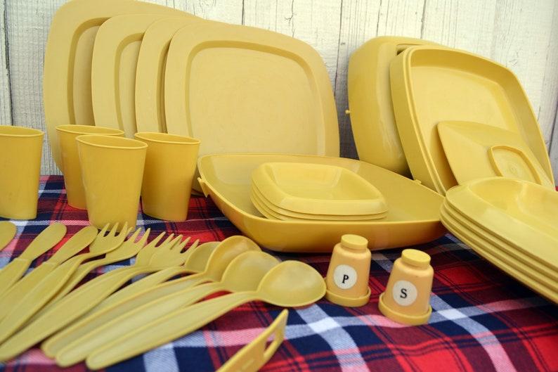 Vintage 1970/'s Picnic Butler Mustard Yellow 35 Piece Set