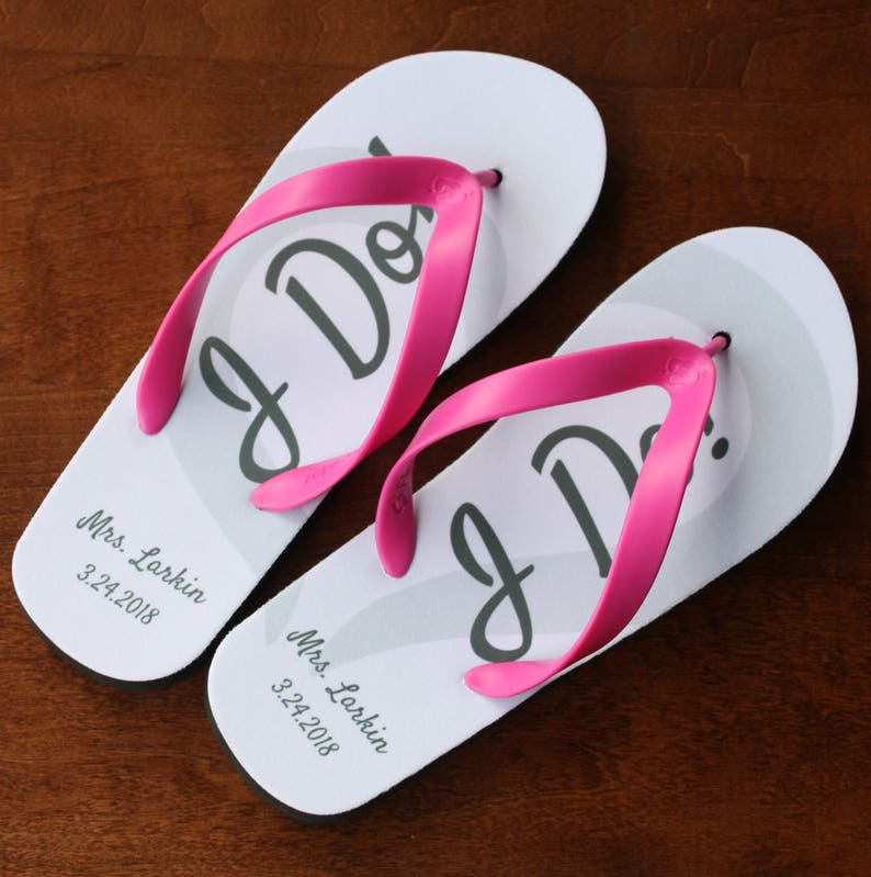 e0f3e115666d94 I DO Flip Flops Personalized Date and Name Black Rubber