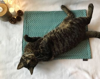 Kitty Cat Mat - Teal Leaves
