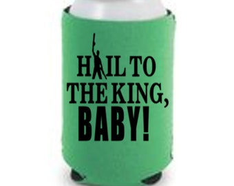 Evil Dead Hail to the King Baby Ash Versus Army Darkness Funny Halloween Horror Can Cooler Can Sleeve Bottle Holder Merch Massacre