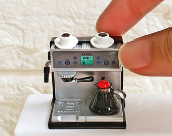 Dollhouse Miniatures Kitchenware Cookware appliances coffee maker machine for Barbie , Blythe , Dollhouse , Room Box Decoration 1:12 scale