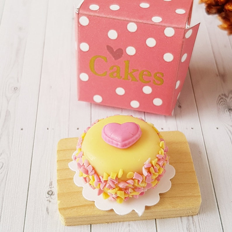 Dollhouse Miniatures Food Supply Deco Barbie Blythe Pink Heart Cakes 3cm.