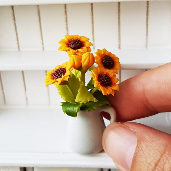 1//12 Sunflowers in Clay Pot Dolls House Miniature Home Garden Plant Decor