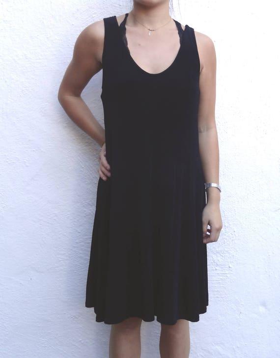 black midi dress // slinky midi dress // scoop nec