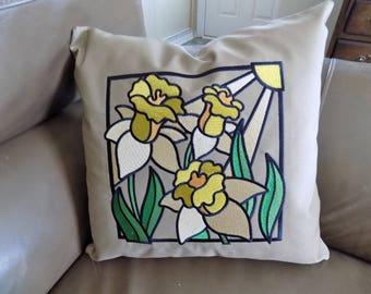 Daffodil Toss Pillow