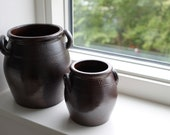 Two salt-glazed pots (1 and 4 liter) from Wallåkra Stoneware Factory
