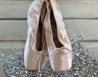 Vintage Ballet Pointe Shoes Vintage Ballet Slippers Pink Ballet Shoes Ballet Dancing Shoes Ballerina Decor Girls Bedroom Decor Toe Shoes