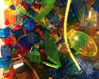 8 oz of Miscellaneous Transparent Clear Bulk Lego (Windscreens, Bricks, Crystals, etc.)