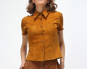 vintage 70s  suede t-shirt // mustard yellow // hippy style // boho chic  // size S M