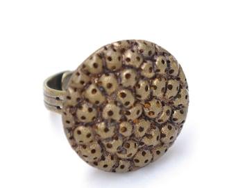 Vintage button ring - retro style - Bronze