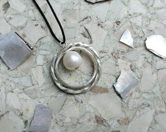Silver pearl necklace, summer pendant classic, spinning circles