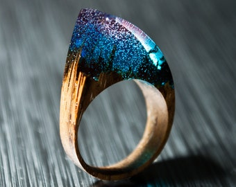Maxi Ring Naturalistic jewelry ring made of Pinus Cembra wood with a composition of miniaturized books
