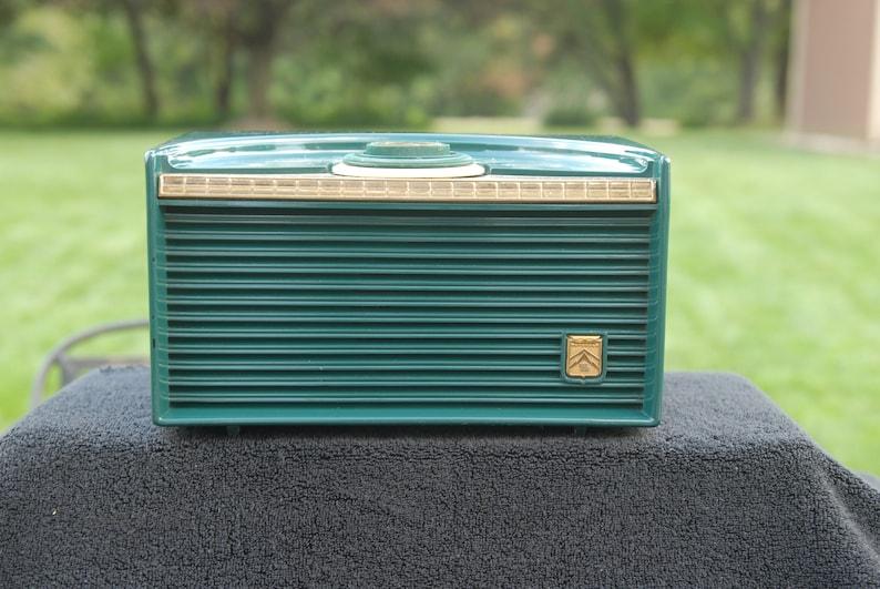 Vintage Retro Green 1950s Bakelite Motorola Tube Radio Unique Style and Beautiful