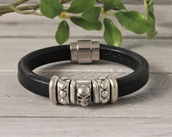 Leather mens bracelet with skull