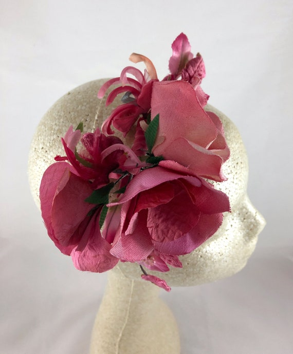 Vintage-style pink flower hair comb