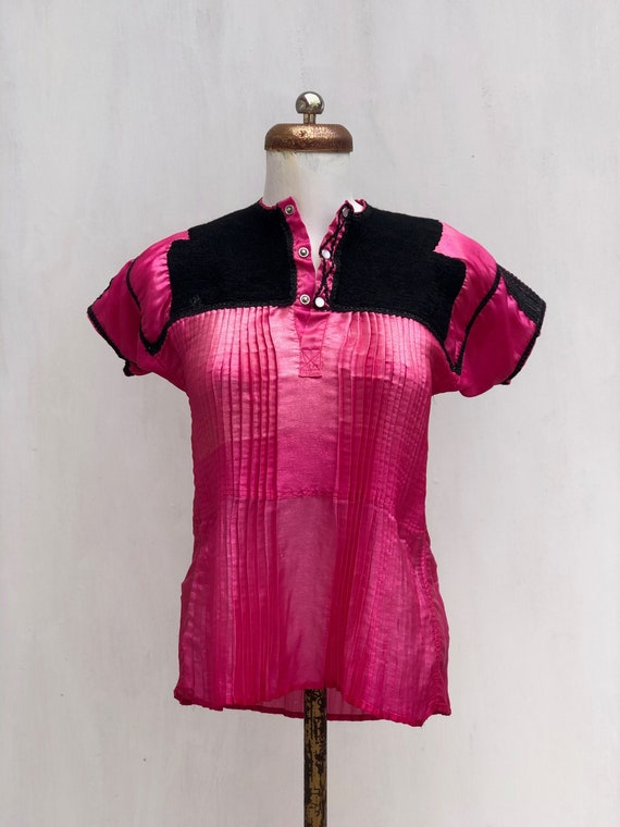 Vintage Chamula blouse in Pink satin, mexican Embr