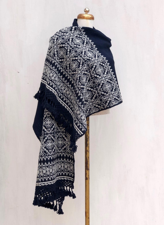 Hand Woven Mexican rebozo,  woven rebozo with embr