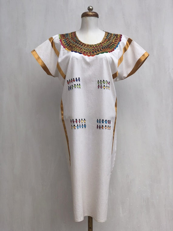 Hand Embroidered Guelaguetza dress, Mexican embroi