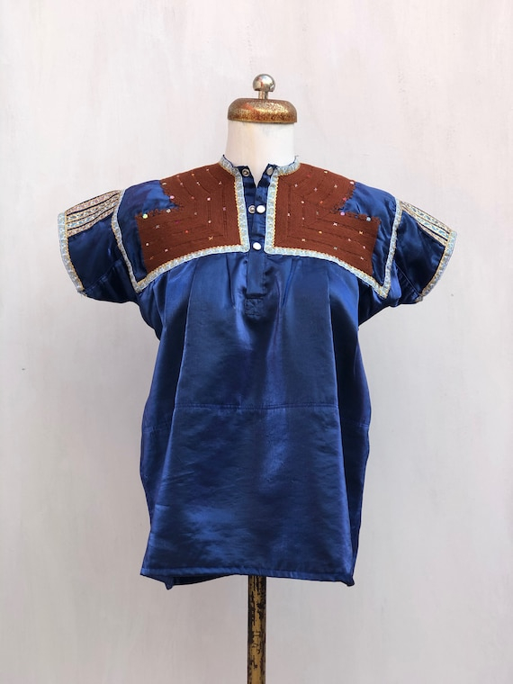 Vintage Chamula blouse in blue satin, mexican Embr