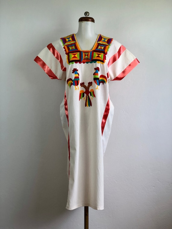 Mexican embroidered dress, mexican dress, oaxaca d