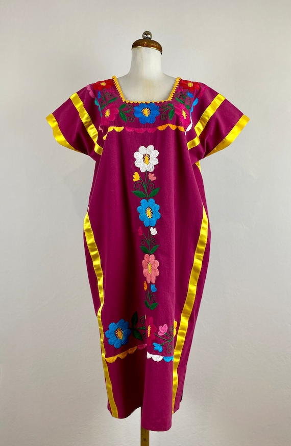 Mexican embroidered dress, hand embroidered Mexica