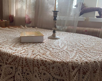 Round tablecloth of handwork