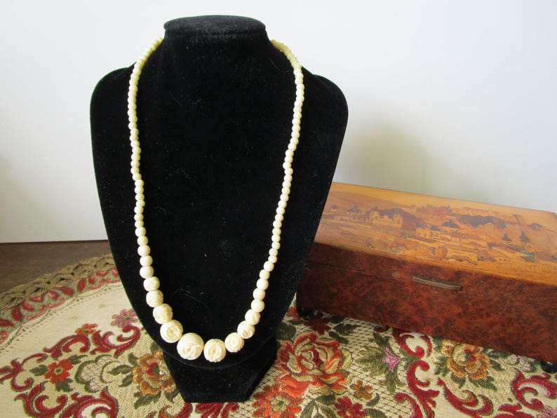 Rosebud Bead Necklace White Necklace Faux Ivory Bead Choker Vintage Carved Rose Bead Necklace Ivory Colored Necklace Vintage Wedding