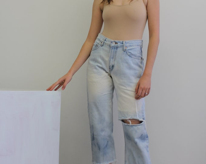 Vintage Levis, unisex denim, ankle length, vintage light wash jeans , boyfriend jeans, loose fitting jeans