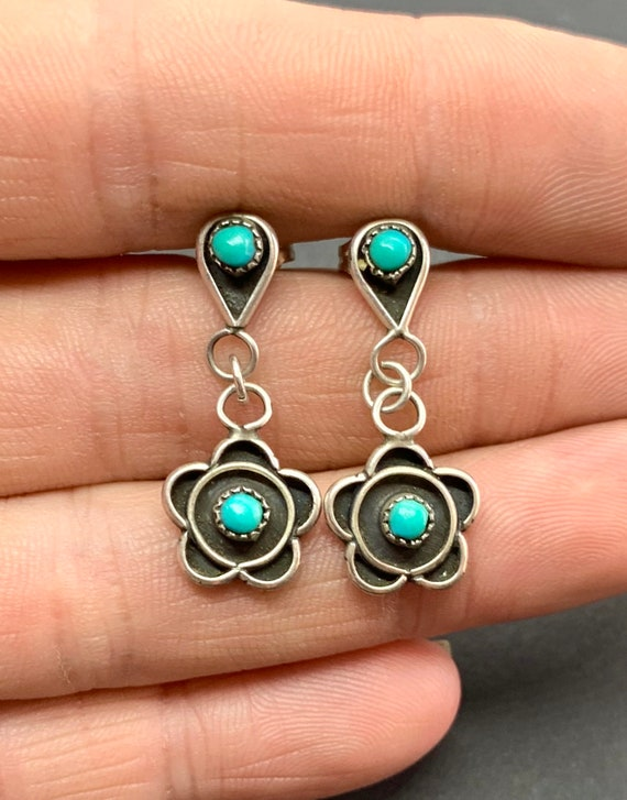 Vintage Zuni Sterling Silver Turquoise Petit Point