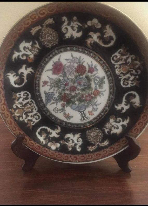 """Decorative wooden 10/"""" plate stand"""