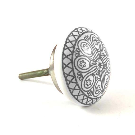 Runde Mandala Design Knopf weiß & grau handbemalt Schrank | Etsy