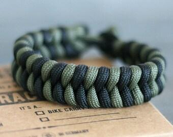 Survival Paracord Bracelet with Fishtail Stich