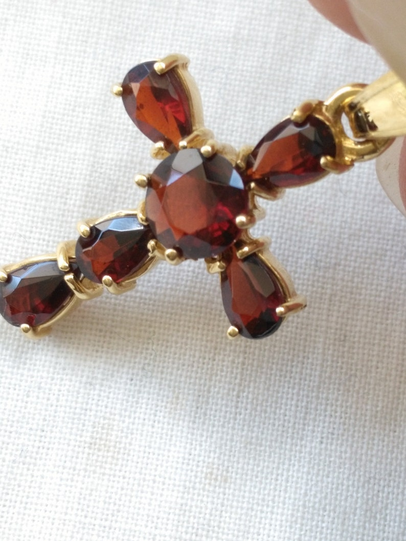 750 vintage garnet cross pendant