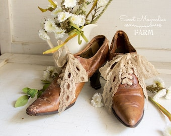 Antique Victorian Ladies High Heel Shoes - Leather - 1900s Rustic Farmhouse Shabby French Country Chic Home Decor