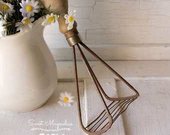 Vintage Kitchen Pastry Cutter ~ Utensil ~ Tool ~ Farmhouse Country Chic Decor