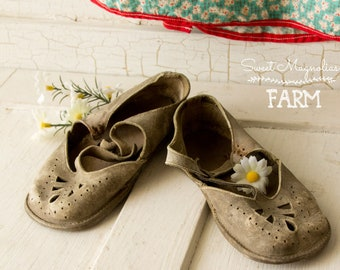 Vintage Childs Leather Sandals ~ Mary Janes ~ Tear Drop Punched Toe ~ Aged and Weathered to Perfection ~ Farmhouse Country Chic Style Decor